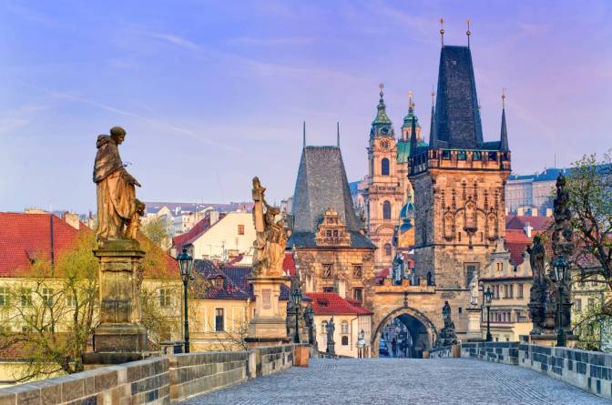 92224-historic_site-berlin-prague_astronomical_clock-city-spire-x750